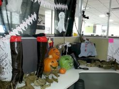 Inspiring Decoration Ideas of Halloween Cubical Office (41)