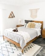 Comfortable Master Bedroom Concept With Affordable Decoration Part 6