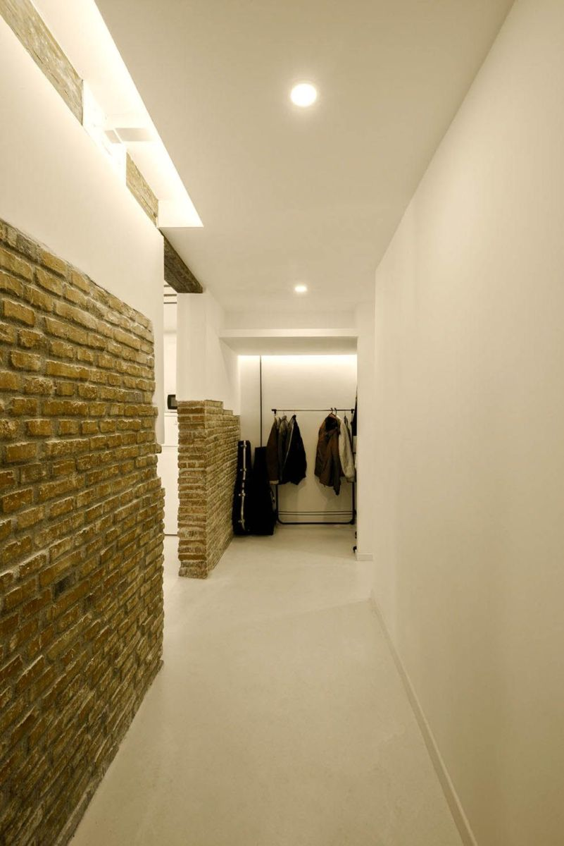 Successfull Idearch Studio Diaphanous Renovation in Madrid to make over an old apartment into a livable home (2)
