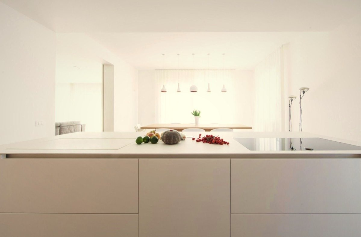 Modern house finishing using bright color shading style and darker accents to enliven the spacious room vibe (4)