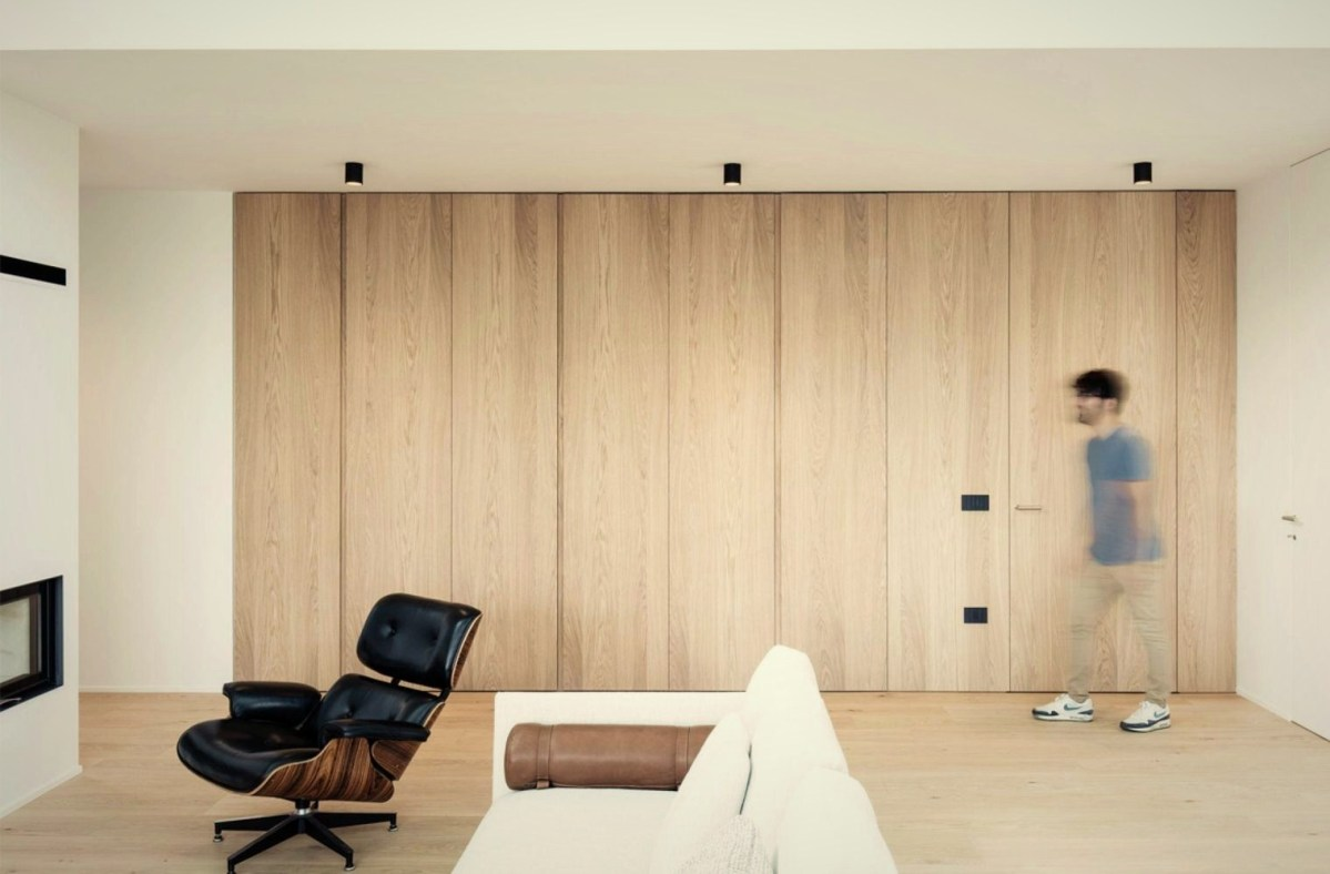 Warm wood display underlining family home style in exclusive bright color scheme (2)