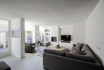 Bright tranquil house from Arjen Reas with homey interior design illuminated by natural light House K (4)