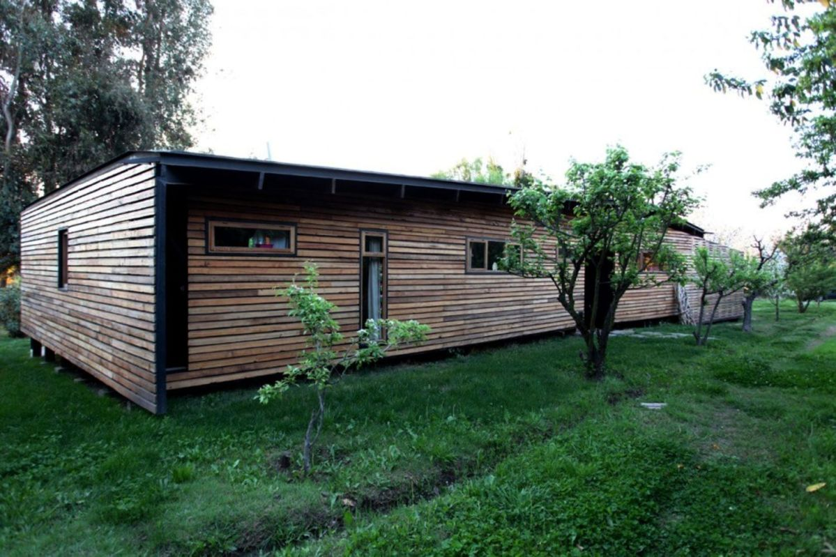 Wooden house design that embraces the nature surrounded by prosperous environment and fruit trees Casa Lo Cañas (5)