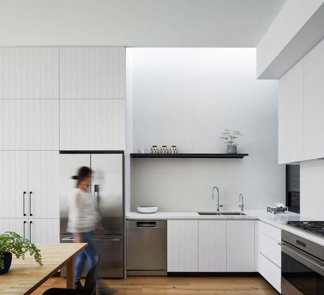 Australian teracced house renovation to give spacious indoor vibrancy in harmonious tones (2)
