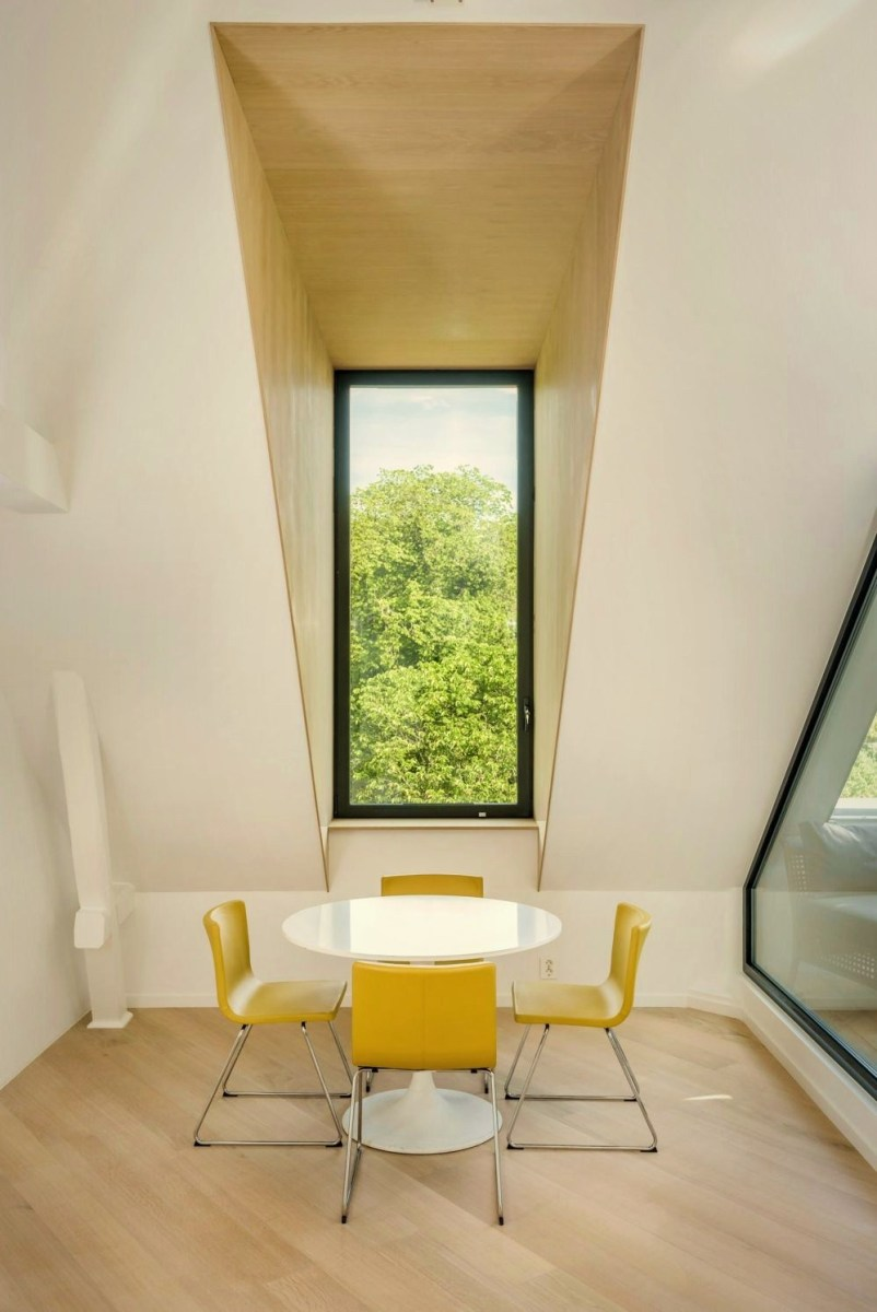 Sky parlour maximization with spoiling attic terrace concept to enjoy city view (1)