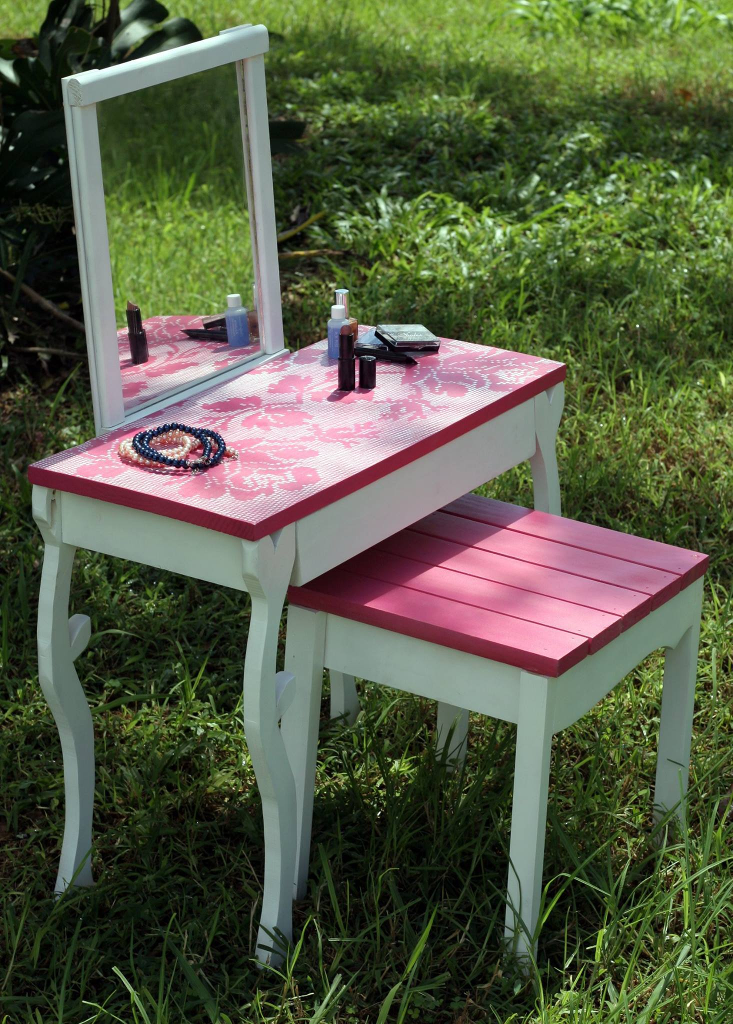 Little Girls Vanity Table And Chair Pretty In Pink Vanity Elons