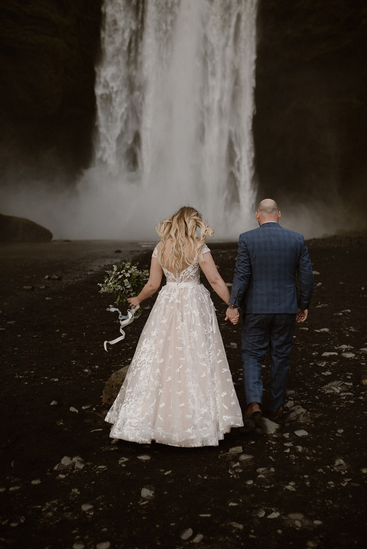 Michalina30-Okreglicka-Iceland-Elopement-Photographer-packages-destination-wedding-intimate-outdoor-adventure-waterfall-elope
