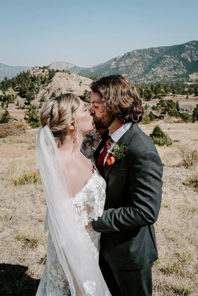 Courtney17-Lynn-colorado-adventure-elopement-packages-destination-wedding-photographer-estes-park-elope-view