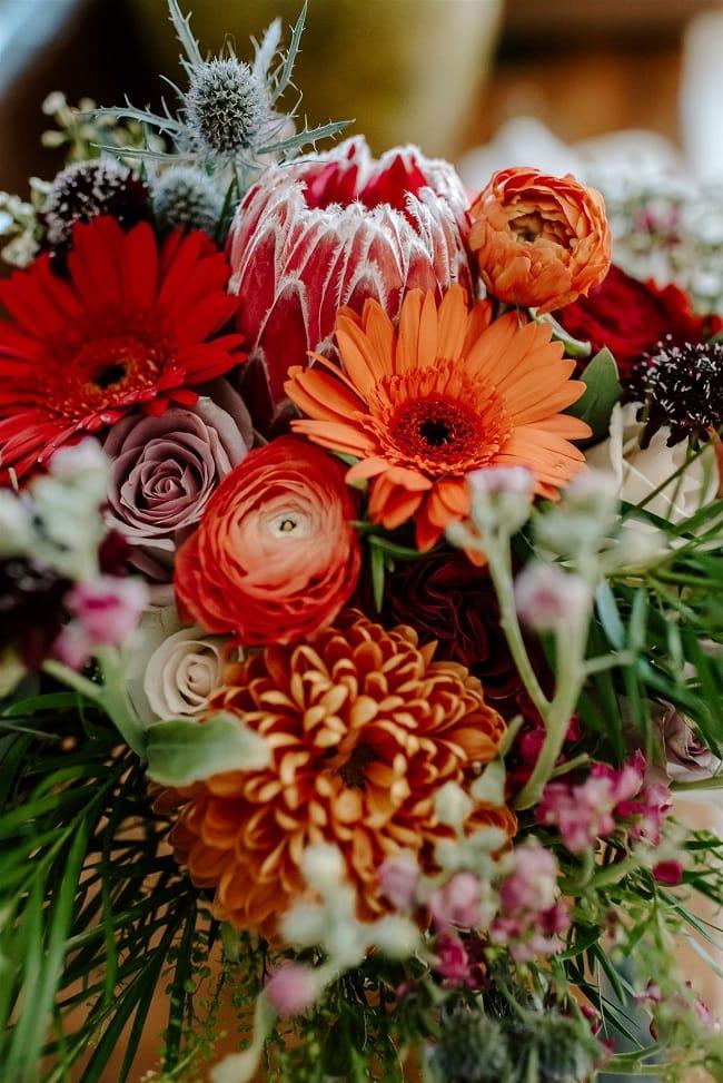 Courtney23-Lynn-colorado-adventure-elopement-packages-destination-wedding-photographer-estes-park-elope-floral