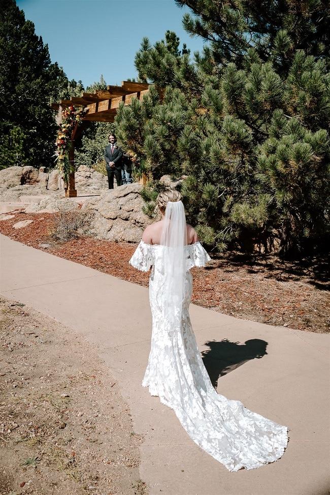 Courtney25-Lynn-colorado-adventure-elopement-packages-destination-wedding-photographer-estes-park-elope-aisle