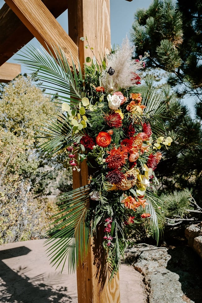 Courtney41-Lynn-colorado-adventure-elopement-packages-destination-wedding-photographer-estes-park-elope-flowers