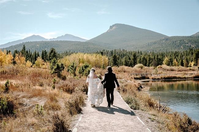 Courtney45-Lynn-colorado-adventure-elopement-packages-destination-wedding-photographer-estes-park-elope-lakeside