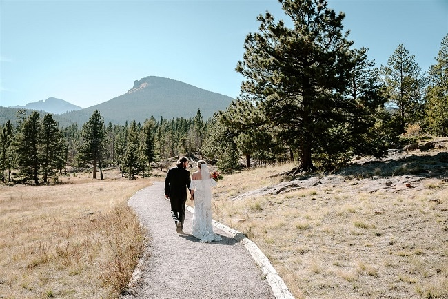 Courtney47-Lynn-colorado-adventure-elopement-packages-destination-wedding-photographer-estes-park-elope-walk