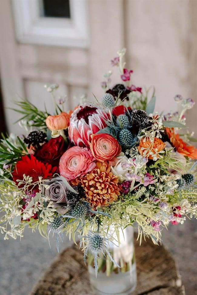 Courtney5-Lynn-colorado-adventure-elopement-packages-destination-wedding-photographer-estes-park-elope-bridal-bouquet