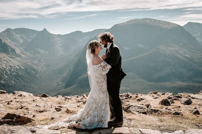 Courtney54-Lynn-colorado-adventure-elopement-packages-destination-wedding-photographer-estes-park-elope-authentic