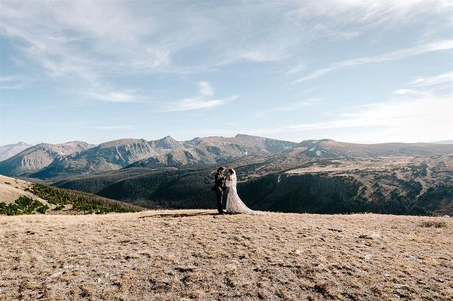 Courtney62-Lynn-colorado-adventure-elopement-packages-destination-wedding-photographer-estes-park-elope-view