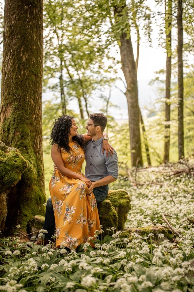 wild-embrace19-elopement-packages-destination-wedding-photographer-austria-elope-europe-wildflowers-spring-engagment-vorarlberg (Portrait)