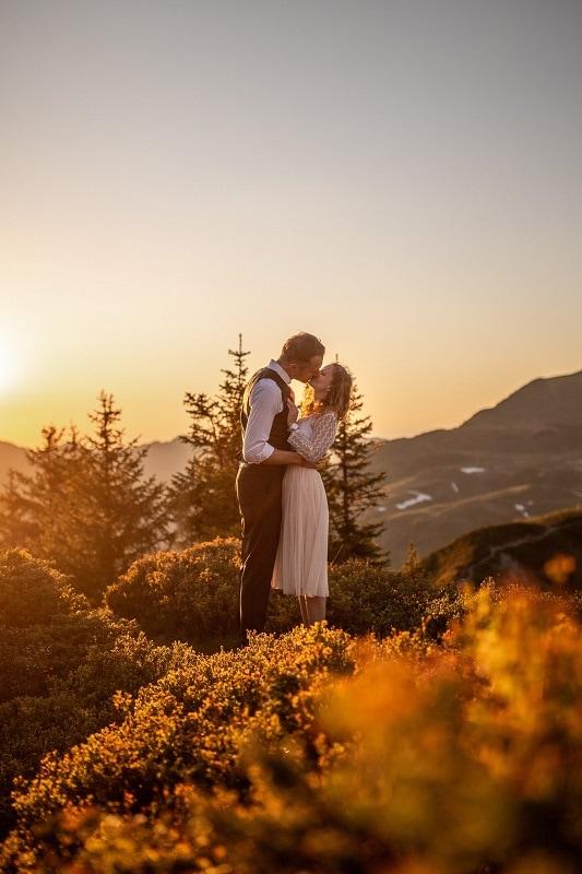 039-mountain-elopement-wedding-austria-wild-embrace-sunset-photography-elope-intimate-outdoor-mountain-ceremony-adventure
