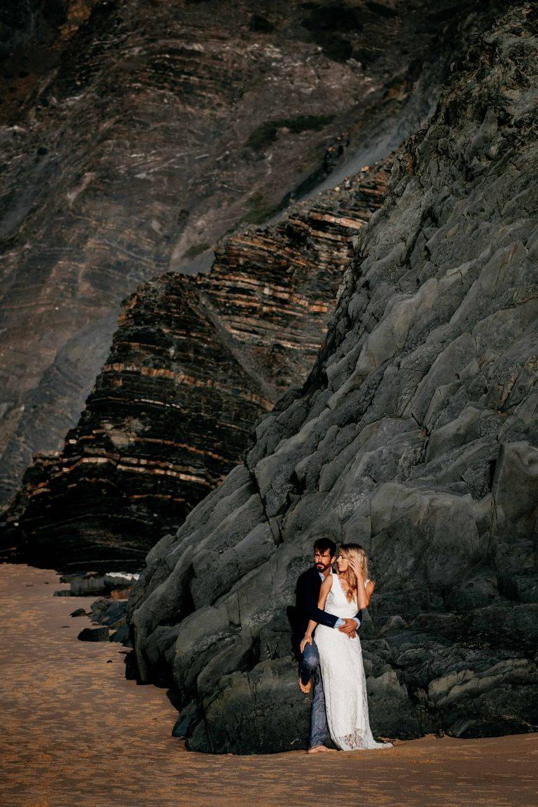 Hochzeit-in-Portugal-an-der-Algarve-03-elopement-wedding-beach-intimate-ceremony-coast-sand-sea-sunset-love-elope