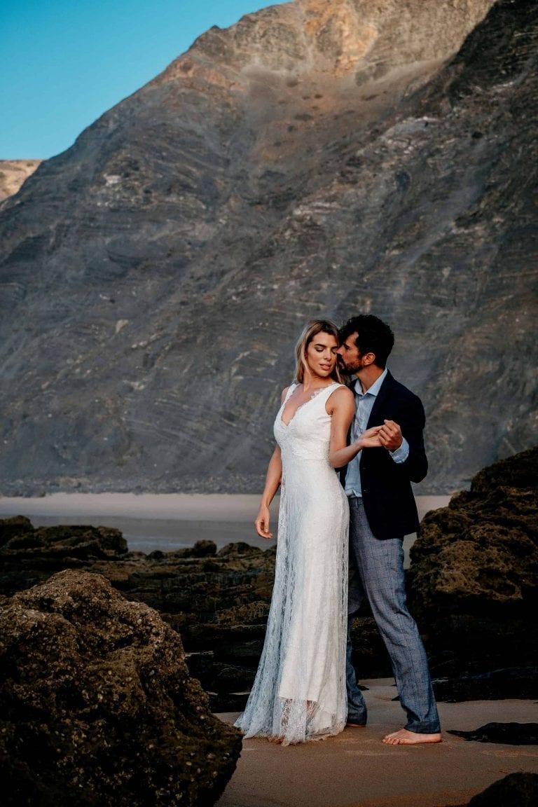 Hochzeit-in-Portugal-an-der-Algarve-09-elopement-wedding-beach-intimate-ceremony-coast-sand-sea-sunset-love-elope