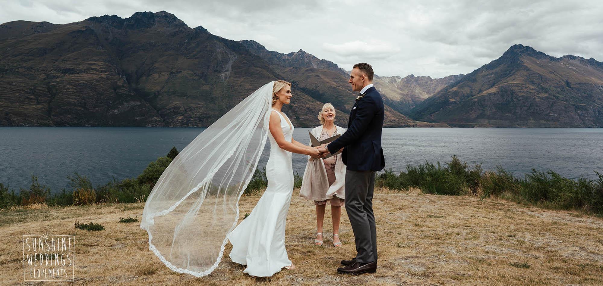 wedding lake wakatipu, lakeside elopement wedding, Queenstown ceremony location