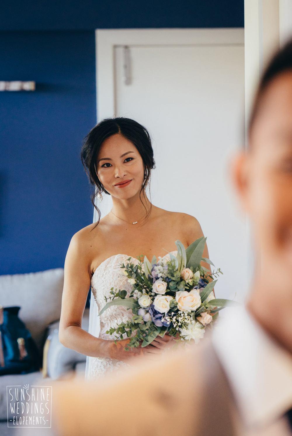First look Queenstonw wedding photo