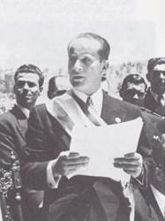 Fotografía de Jacobo Arbenz dirigiéndose a los guatemaltecos tras asumir la presidencia.