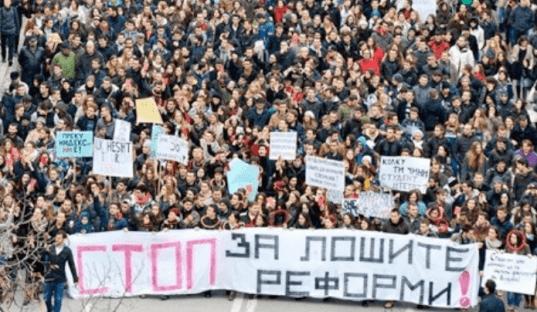 Una imagen de las protestas que lideraron los estudiantes en las calles de Skopje a fines del 2014