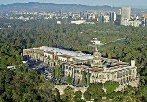 Los Pinos, residencia del Presidente de México. Al fondo, el Paseo de la Reforma.
