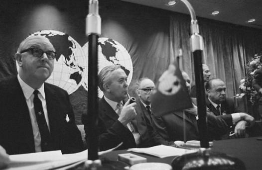 Rous, a la izquierda de la imagen, en una de sus primeras sesiones como presidente.