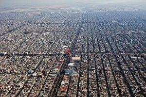 'Neza', como se conoce al municipio de Nezahualcóyotl, se extiende por la mitad occidental de la metrópoli mexicana con largas calles y una planificación rectilínea muy sencilla.