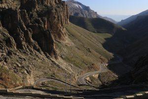 Uno de los accesos a las montañas de Qandil. Éstas pertenecen a los montes Zagros, los cuales han servido como separación geográfica natural entre Irán e Irak. Los montes Zagros se extienden a lo largo de más de 1.500 km.