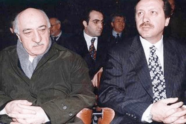 Fethullah Gülen (Izq) junto a Recep Tayyip Erdoğan. Fuente: http://www.al-monitor.com/pulse/tr/originals/2013/08/erdogan-gulen-power-struggle-turkey.html