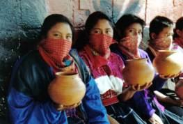 Las mujeres, una parte fundamental del movimiento zapatista. Más información: https://mujeresylasextaorg.wordpress.com/2013/04/03/documental-sobre-las-mujeres-zapatistas-ellas-las-otras/
