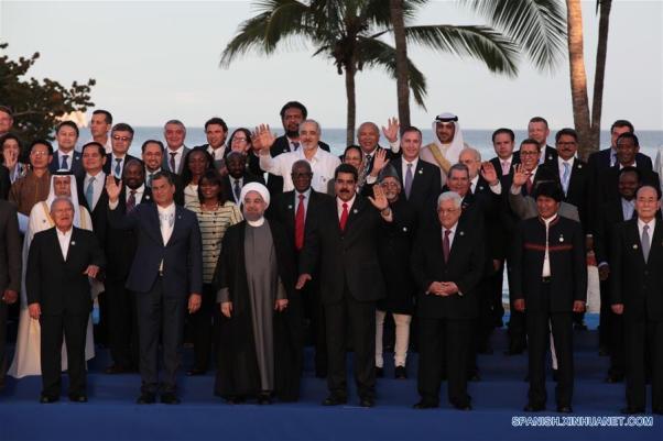 Algunos de los asistentes a la cumbre de Margarita. En el centro, los presidentes Hasán Rouhaní (Irán), Nicolás Maduro (Venezuela) y Mahmud Abás (ANP). Fuente: CCTV