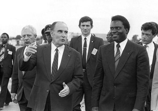 Juvénal Habyarimana consiguió realizar diferentes acuerdos internacionales, sobre todo con el presidente francés, Françoise Mitterrand. Fuente: UN Dispatch
