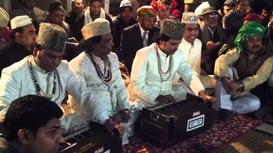 Banda de dawwali, la música mística sufí, en el santuario de Nizamuddin. Fuente: The Better India