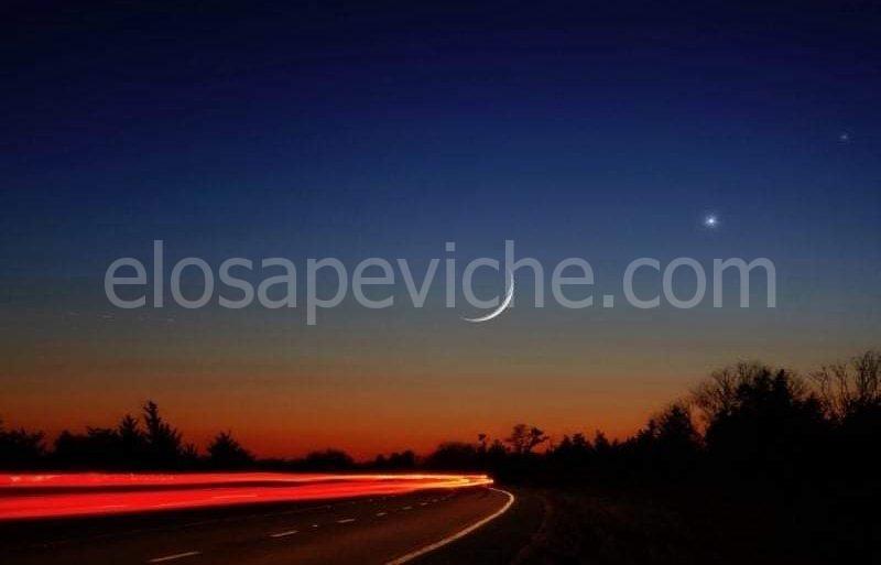 """Mercurio prende Venere """"per mano"""" con la luna nuova: la spettacolare congiunzione nel cielo"""