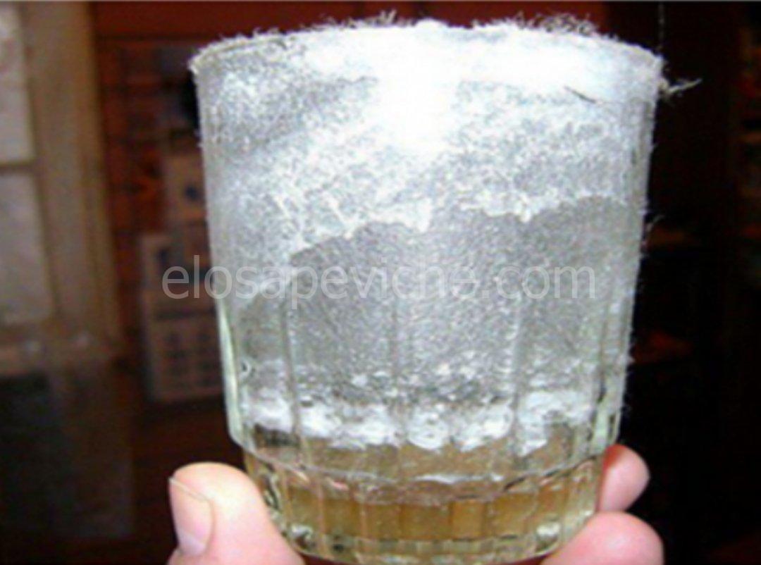 Come rilevare la cattiva energia nella tua casa usando un bicchiere d'acqua:
