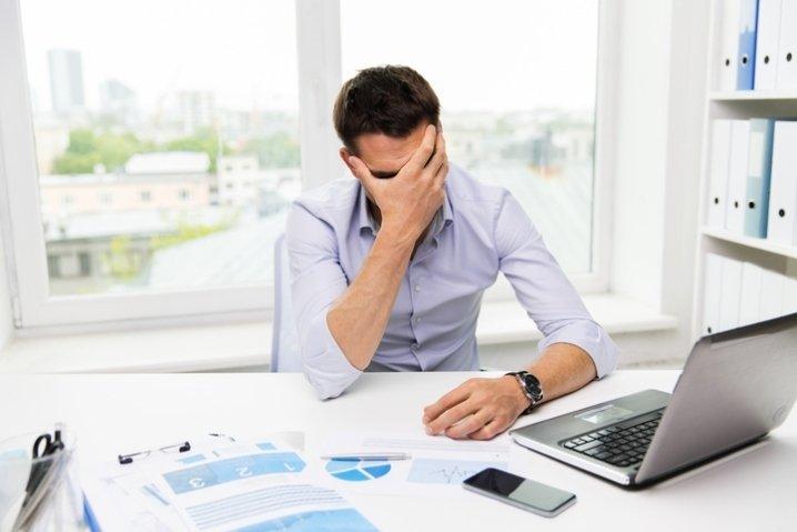 Iniziare a lavorare prima delle 10 del mattino provoca stress e stanchezza.