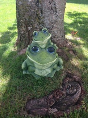 15 Stunning Frogs In The Garden And Home 01 1