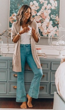 17 Best Ideas To Wear Flared Jeans 26