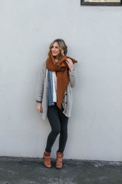 17 Hottest Winter Outfits Ideas With Scarf That Adds To Your Beauty 05