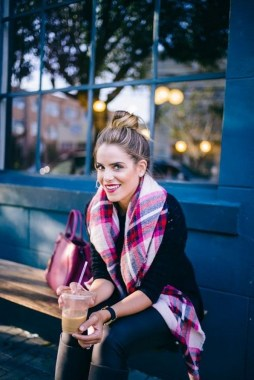 17 Hottest Winter Outfits Ideas With Scarf That Adds To Your Beauty 25