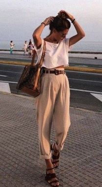 18 Lovely Street Style Outfit Ideas For Summer 23