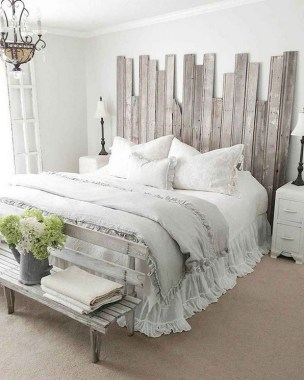 19 Amazing Warm Master Bedroom Makeover Fixer Upper Style Ideas 07