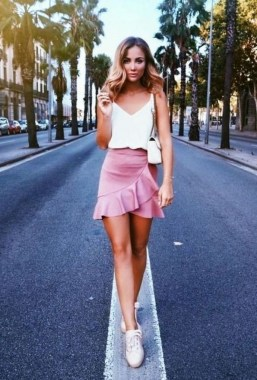 21 Charming Spring Outfits Ideas For Teens 24