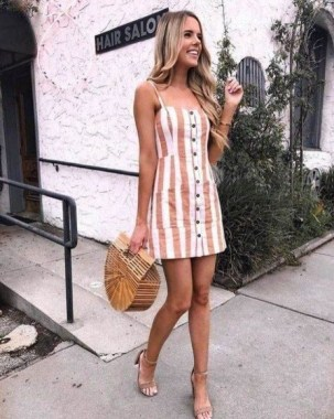 21 Charming Spring Outfits Ideas For Teens 27