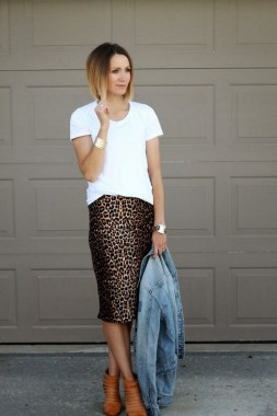17 Amazing Ways To Wear A White Tee For Women 06