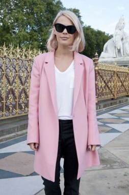 20 Latest Pink Pastel Coat Outfit Ideas 32